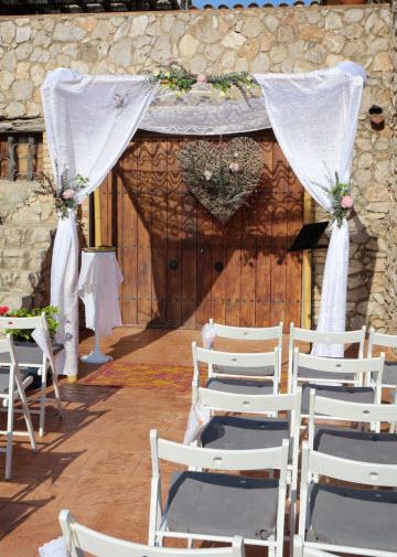 upuc-left-wedding