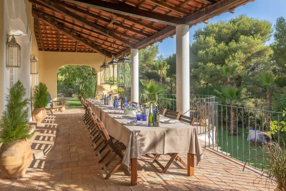 Casa Nova Estate Sitges terrace dining