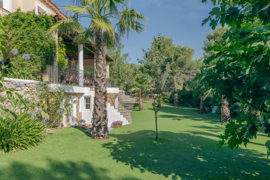 grounds of Casa Nova Estate in Sitges
