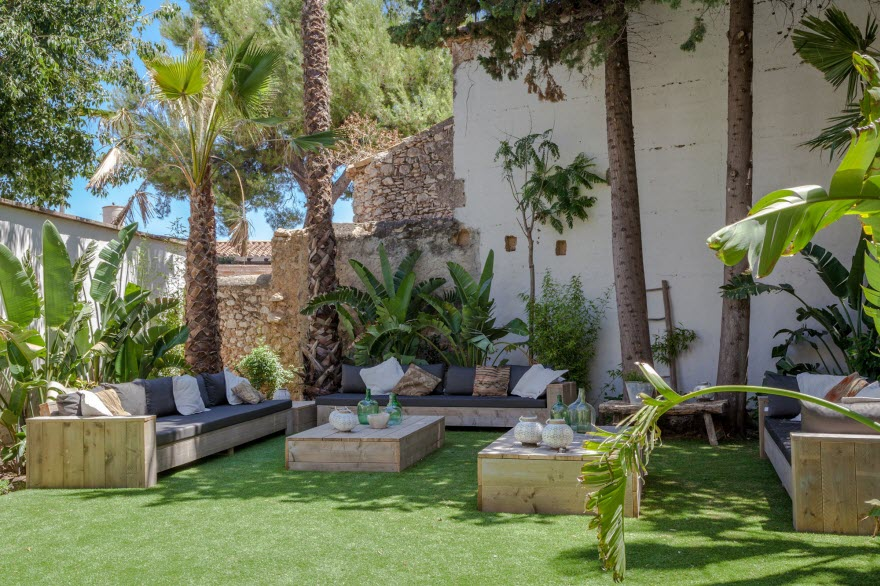 Chill out at Masia Victoria Sitges