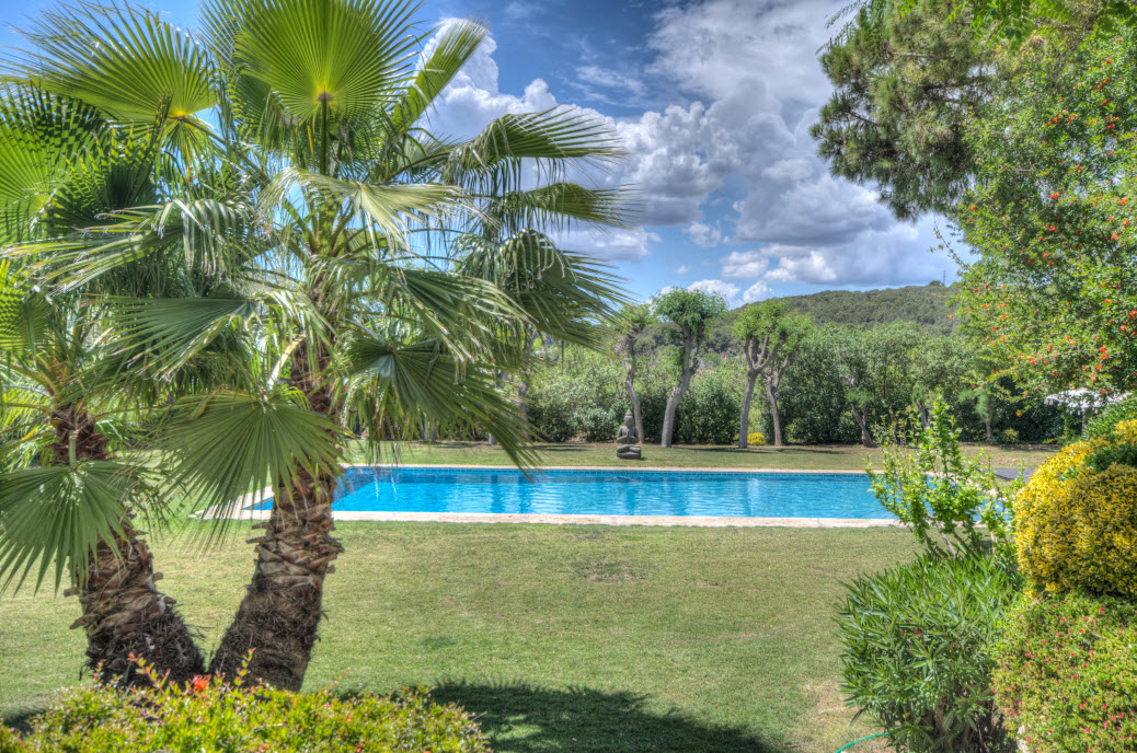 Swimming pool at Masia Can Pares wedding venue